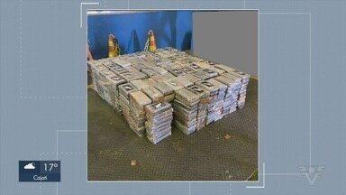 Receita Federal localiza 730 kg de cocaína no Porto de Santos - Droga foi encontrada em carga de papel com destino à Europa.