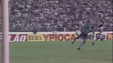 Em 1998, Vasco vence o Grêmio por 3 a 0 pela fase de grupos da Libertadores - Em 1998, Vasco vence o Grêmio por 3 a 0 pela fase de grupos da Libertadores