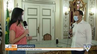 Baixada Santista não vai aderir a 'megaferiado' e pede restrição de turismo - Prefeitos da região temem vinda de turistas da Capital com o feriado prolongado, e pedem ajuda nas estradas ao estado.