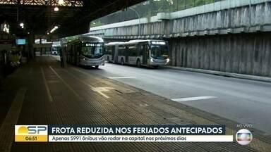 Antecipação de feriadão reduz frota de ônibus em SP - Medida foi tomada para tentar forçar o isolamento social aumentar e conter avanço do coronavírus