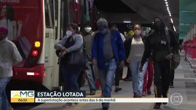 Estação São Benedito registra grande movimento - A superlotação acontece antes das 6 da manhã.