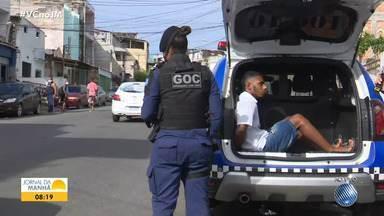 Homem é detido pela Guarda Civil Municipal após ser flagrado roubando celular - Caso ocorreu na Rua Lima e Silva, uma das mais importantes do bairro da Liberdade, em Salvador.