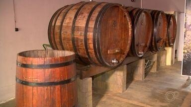 Comerciantes de Jundiaí fazem delivery de vinho - Em Jundiaí (SP), as adegas de vinhos se reinventaram nas vendas e, agora, estão realizando o serviço delivery.