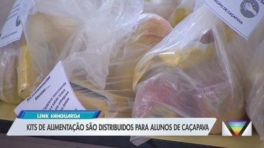 Kits de alimentação são distribuídos para alunos de Caçapava - São itens básicos, como arroz e feijão.
