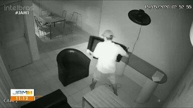Câmeras flagram ação de assaltantes de casas em Manaus - Câmeras flagram ação de assaltantes de casas em Manaus