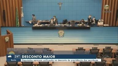 Deputados aprovam unificação no desconto da previdência dos servidores - Deputados aprovam unificação no desconto da previdência dos servidores