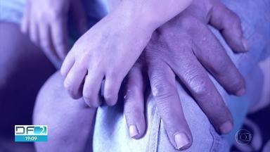 DF registra aumento no número de casos de violência contra menores no isolamento social - Até o dia 19 de Maio, Coordenação do Sistema de Denúncias de Violações de Direitos da Criança e do Adolescente registrou 8.907 casos nos 40 conselhos tutelares do DF. De janeiro a Maio, as denúncias de violência sexual saltaram de 31 para 53.