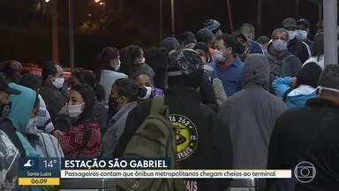 Equipe do Bom Dia Minas esteve na Estação São Gabriel - Passageiros contam que ônibus metropolitanos chegam cheios ao terminal.