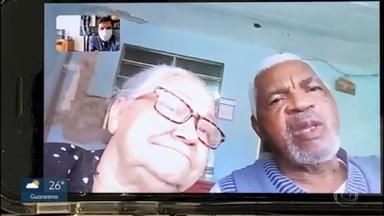 Casal de idosos consegue se curar do coronavírus - A dona Maria da Conceição, de 61 anos estava no hospital de campanha do Ibirapuera, e o seu Domingos, de 68, no do Anhembi. Os dois já tiveram alta e voltaram pra casa.