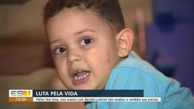 Menino de dois anos não consegue receber medicamento, mesmo com decisão judicial - Ele tem AME.