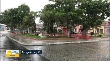 Prefeito de Alagoinha explica medidas de prevenção ao novo coronavírus - Município identificou, através de teste rápido, que funcionários de um abatedouro de frango foram diagnosticados com Covid-19.