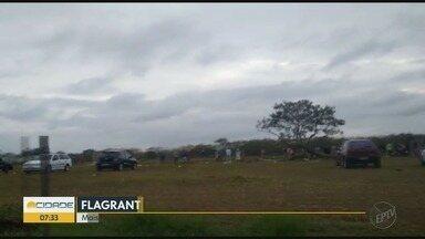 Moradores ignoram quarentena e jogam futebol em Ribeirão Preto - Flagrante foi feito durante o domingo (24).