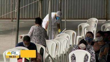 Central de triagem do Benedito Bentes registra movimento alto no fim de semana - Muitos pacientes procuram por atendimento.