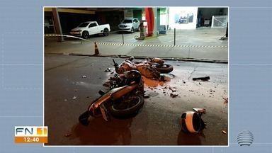 Moto pega fogo após colisão em Teodoro Sampaio - Batida foi entre duas motocicletas.
