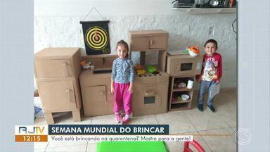 Semana Mundial do Brincar: RJ1 mostra vídeos de crianças se divertindo na quarentena - É a 11ª edição do projeto, que tem o objetivo de desenvolver ações com crianças e adultos para reforçar importância das brincadeiras, principalmente em família.