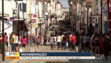 Movimento grande no Centro de São Luís é registrado na manhã desta quinta-feira (28) - Mesmo com um decreto do governo do estado e restrições a estabelecimentos quem podem funcionar, o fluxo de pessoas é intenso.
