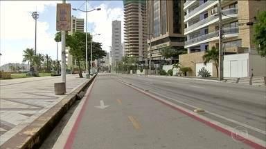 Governo do Ceará apresenta cronograma de retomada das atividades econômicas - O plano de reabertura está dividido em cinco fases. Na próxima segunda-feira (1), reabrem salões de beleza, indústrias e construção civil, com 30% dos funcionários.