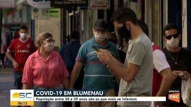 População com idade entre 30 e 39 anos é a mais infectada com Covid-19 em Blumenau - População com idade entre 30 e 39 anos é a mais infectada com Covid-19 em Blumenau