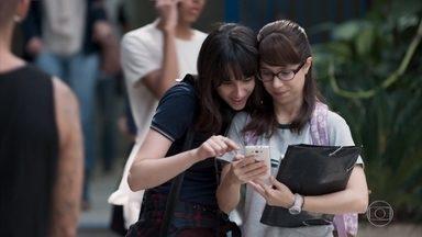 Lica vê as fotos de MB com Samantha - Ela conta para Tina que ficou com Felipe para se vingar de Clara e que MB flagou os dois