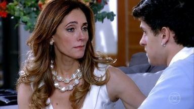 Tereza Cristina deixa René Júnior arrasado - O jovem procura a mãe para falar sobre a separação, e ela diz que ele é ingrato, como todos os filhos. Enquanto isso, René confessa a Patrícia que seu casamento não tem mais volta