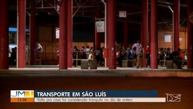 Com a volta parcial do comércio, movimento no terminal da Cohama é tranquilo - Bombeiros estavam no local para controlar o distanciamento entre as pessoas.