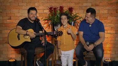Enzo, filho de Bruno, da dupla com Marrone se prepara para primeira live - Bruno e Marrone encerram o 'Conversa com Bial' com música