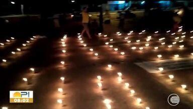Grupo de empresários usa velas em protesto pela reabertura do comércio em Teresina - Grupo de empresários usa velas em protesto pela reabertura do comércio em Teresina
