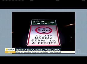 Em Coronel Fabriciano, caminhão fica preso no viaduto Pastor Pimentel - Esse não é o primeiro acidente que acontece no local.