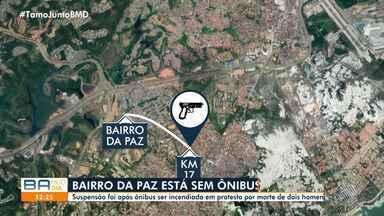 Ônibus param de circular no Bairro da Paz após protesto contra morte de dois jovens - Um veículo foi incendiado durante a manifestação dos familiares e amigos das vítimas, na quarta-feira (4).