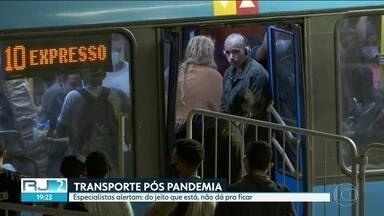Rio tem ônibus e trens cheios após liberação de atividades - Enquanto o prefeito Marcelo Crivella flexibiliza o isolamento, o governador Wilson Witzel mantém as restrições e menos transporte público disponível.