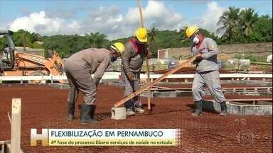 Mais serviços voltam a funcionar nesta quarta-feira (10), em Pernambuco - A população já percebe um aumento da lotação, principalmente no transporte público.