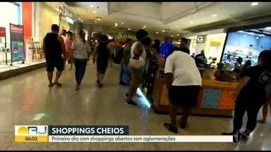 Shoppings ficam lotados em primeiro dia de reabertura - Foram registradas filas e aglomerações. Praias também ficaram cheias, apesar de proibição.