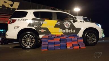 Motorista é preso com mais de 80 kg de pasta base de cocaína na SP-327 - Um homem de 38 anos foi preso com cerca de 84 kg de pasta base de cocaína na quinta-feira (11) na Rodovia Orlando Quagliato (SP-327), em Santa Cruz do Rio Pardo (SP).