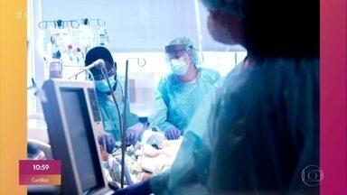 Paciente com Covid-19 recebe transplante duplo de pulmão nos EUA - Paciente é uma mulher na casa dos vinte anos, saudável antes de contrair coronavírus e que passou seis semanas na UTI; cirurgia foi realizada após ela testar negativo.
