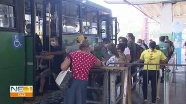 Ônibus lotados e aglomerações: cena se repete ao longo do processo de reabertura - NE1 mostra situação pela qual passageiros passam diariamente no Grande Recife.