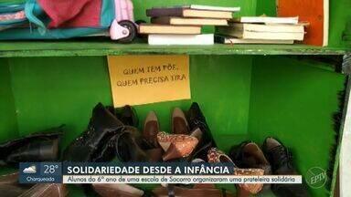 Alunos do 6º ano de uma escola de Socorro organizam prateleira solidária - Os estudantes aceitam doações de livros, alimentos, sapatos e brinquedos para ajudar quem mais precisa nesse momento de crise.