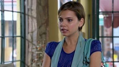 Vanessa pede que Esther salve a Fio Carioca - A estilista se surpreende com a audácia da estudante