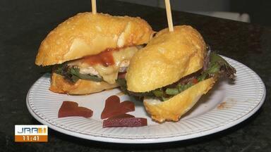 Na cozinha: Aprenda a fazer um hambúrguer de Romeu e Julieta passo a passo - Mistura de queijo com goiabada é tradicional da cozinha brasileira. Que tal no hambúrguer?