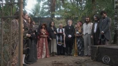 Bonifácio defende Joaquim e promete justiça no enterro de Elvira - Elvira é sepultada