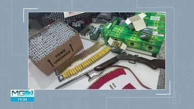 Homem é preso com explosivos, arma e munições em Comercinho - PM apreendeu ainda apetrechos usados na fabricação e manutenção de armas.