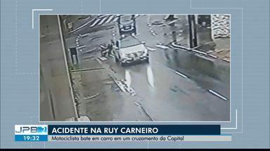 Motociclista bate em carro em um cruzamento da capital - Acidente na Ruy Carneiro.
