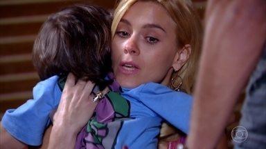 Quinzinho pede para Teodora ficar na festa - Quinzé quer que Teodora vá embora
