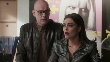 Carolina decide falar com Germano para tentar salvar o concurso - Arthur ameça cortar a mesada de Stelinha