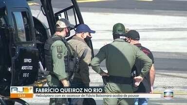 Fabricio Queiroz desembarca no Rio de Janeiro - Fabrício Queiroz, ex-assessor de Flávio Bolsonaro preso no início da manhã desta quinta-feira (18), chegou ao Rio por volta do meio-dia. Queiroz estava em Atibaia, no interior paulista, e veio de São Paulo para o Rio em um helicóptero.