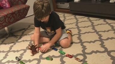 Pais usam criatividade para brincar com as crianças durante a quarentena - São praticamente três meses de quarentena com a criançada em casa e aquela energia para brincar, só que agora com as atividades bem restritas. O jeito é usar a criatividade.