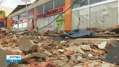 Desabamento de fachada de loja deixa quatro feridos em Boa Vista - Testemunhas contaram a nossa equipe relatos do acidente e se queixaram da falta de fiscalização.