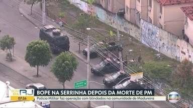Polícia realiza operação na comunidade da Serrinha - Polícias Civil e Militar estão realizando operação com blindados na comunidade de Madureira.