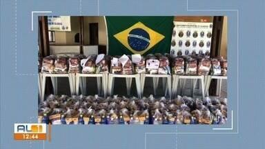 Capitania dos Portos entrega donativos em Maceió - Doações foram entregues na manhã desta terça (23).