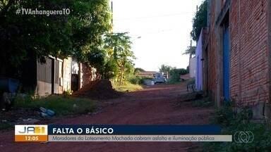 Moradores de loteamento em Palmas cobram asfalto e iluminação pública - Moradores de loteamento em Palmas cobram asfalto e iluminação pública