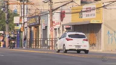 Prefeitura de Porto Alegre volta a decretar o fechamento do comércio e restaurantes - Academias podem funcionar com atendimento individual e cultos religiosos podem ter até 30 pessoas.